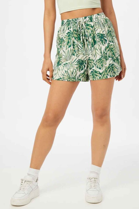 VILA® Shorts blanc 14064788_CLOUD DANCER W img1