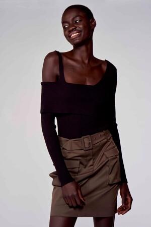 Astrid Black Label Truien (offshoulder) zwart ABL211WT 040_BLACK img1